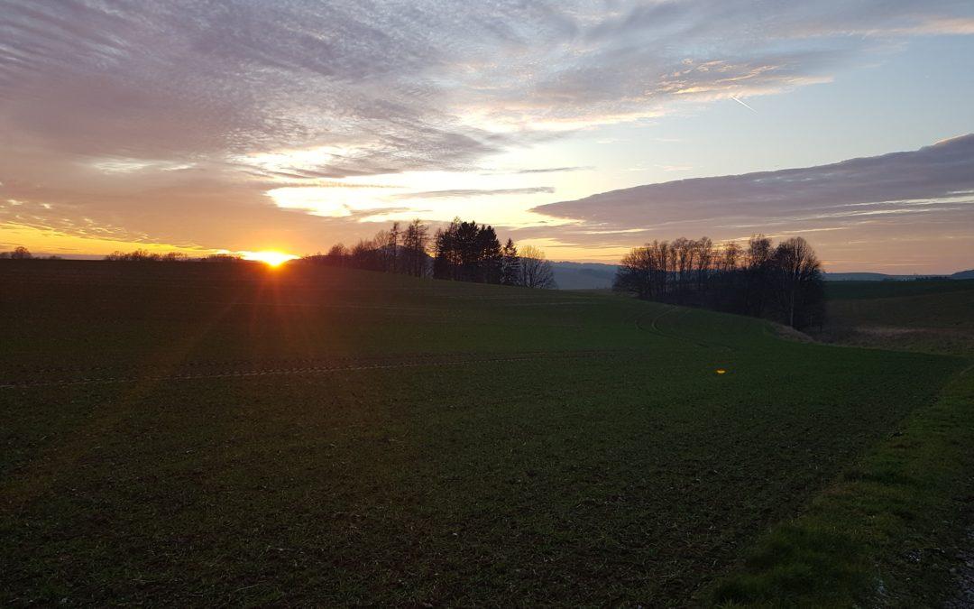 Der vorletzte Tag des Jahres verabschiedet sich mit einem wunderschönen Sonnenun…
